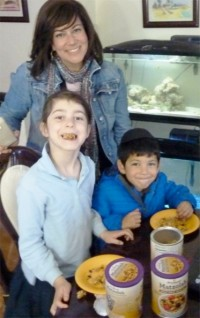 KosherFeast co-coordinator Esti Berkowitz and kids sample Whole Wheat Matzolah.